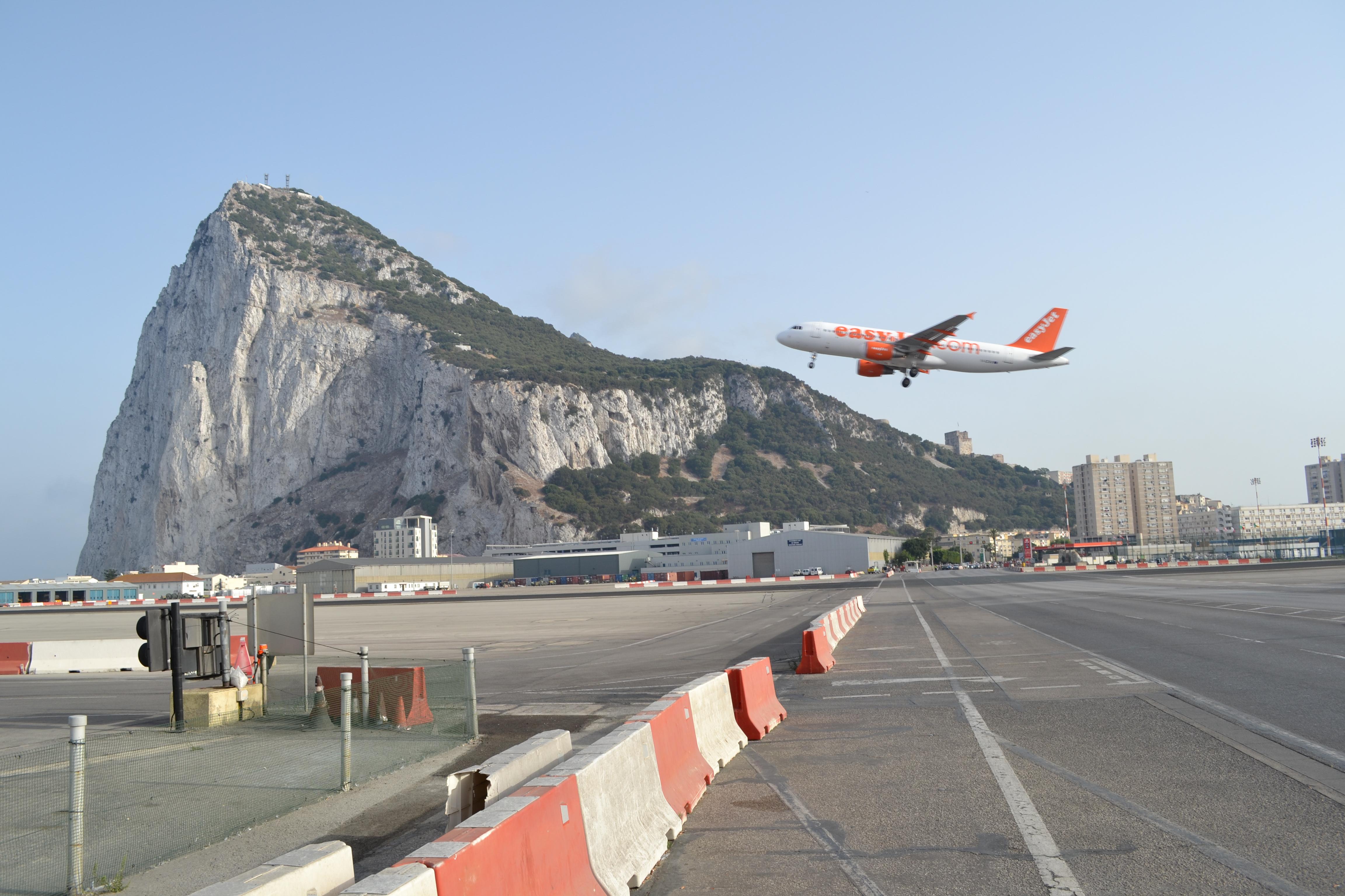 Aeroporto Gibilterra : Aeroporto gibilterra trip it easy