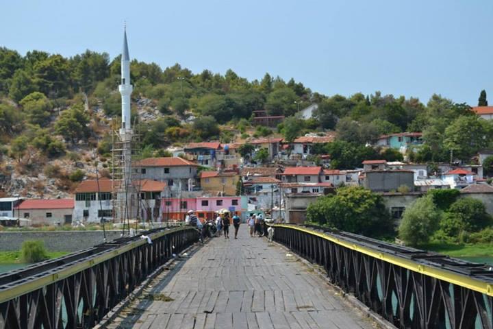 Ponte sul lago, Scutari